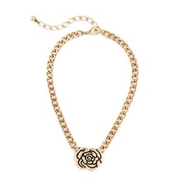 Wholesale Ladies Simple Necklace - 2016 Alloy Rose Pendant Necklace Vintage Gold Chain Necklaces Simple is Beauty Popular for Lady Free Shipping