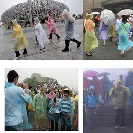 Poncho barato on-line-One Time Descartável PE Raincoats Poncho Impermeável Fashional Viagem Rainwear Caminhada Chuva Desgaste Cheap PE descartável Raincoats