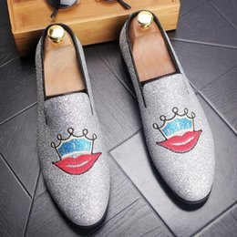 Wholesale Korean Style Office Dress - Korean Style men's pointed leather shoes men's set foot casual flat shoes Designer's embroidery Big Kiss nightclub Shoes Men