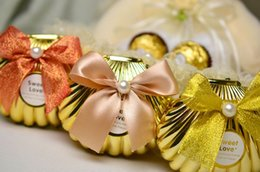 Wholesale Pearl Candy Favors - White pearl Sea Shell wedding party favor holder chocolate gift candy boxes with butterfly knot Wedding Party shower Favors holder