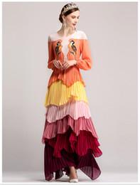 Vestido tamanho laranja on-line-Runway dress 2017 orange / verde em cascata babados pássaros bordados longo das mulheres dress plus size pregas maxi vestido dh010