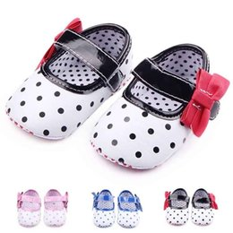 Wholesale hook loop dots - Wholesale Baby First Walkers for Girls Polka Dot and Bowknot Hook&loop Band PU Leather Upper Anti-slip Soft Sole Infant Walking Shoes