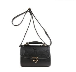 Wholesale Cheap Wholesale Tote Handbags - New popular vintage carve flower PU cheap handbag women fashion witch PU retro carved lacquer box handbag