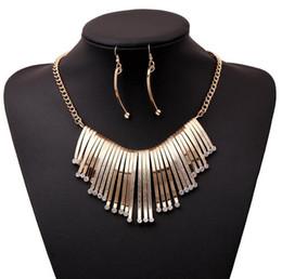 Conjunto de joyas de cristal vintage Chapado en oro plateado Aleación Cadena tipo tira Collar colgante Pendientes Conjuntos de joyería nupcial desde fabricantes