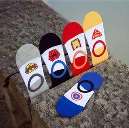 EUA super-herói série cool mans moda lazer respirável não mostrar meias meias de algodão macio por atacado baratos de Fornecedores de homens super heróis meias