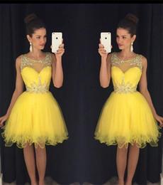 Желтое платье для 8-го онлайн-Горный хрусталь желтые коктейльные платья 8-го класса короткое платье выпускного вечера Кристалл платье возвращения на родину чистой шеи мини выпускной вечер платье на заказ