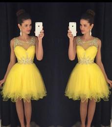 Желтое платье для 8-го онлайн-Ярко-желтые короткие платья возвращения на родину 2016 Прозрачные оборки с бисером и оборками Мини-подростки 8-го класса Выпускные платья Коктейльные платья