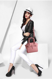 Wholesale Cross Body Totes For Women - Adanced Leather Cross Body Women Latest Shoulder bags or totes 22*12*20cm first hand leather bags 30pc to ask for OEM
