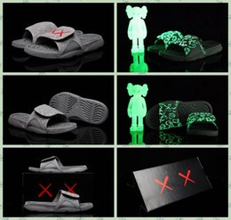 Wholesale Man Novelty Night Lights - 2017 New Air Retro 4s KAWS x Hydro Cool Grey Night Light Suede Slippers Sandals Hydro 4s Casual Slides Sneakers Glow in Dark