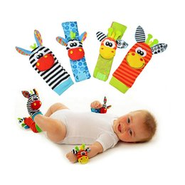 Wholesale Black Sock Hat - Retail New Baby toy socks Baby Toys Gift Plush Garden Bug Wrist Rattle 4 Styles Educational Toys cute bright color