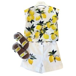 Wholesale Holiday Pants Suits Sets - Prettybaby kids girls beach styles lemon printed vest shirt + fashion short pants 2 pcs set suits children girl summer holiday outfit Pt0550