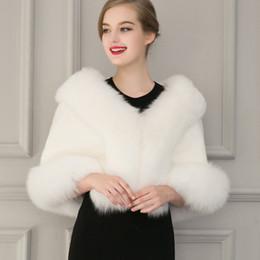 Wholesale White Fur Short Wedding Capes - Ladies White Black Faux Fur Cape Wedding Gown Capelet Winter Warm Outwear Deluxe Fur Shawl Cloak Coats Short Jackets CJF0930
