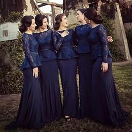 Koyu Lacivert Denizkızı Gelinlik Modelleri 2017 Bateau Boyun Uzun Kollu Dantel Saten Müslüman Gelinlik Örgün Abiye giyim Sweep Tren cheap bateau navy bridesmaid dresses nereden bateau lacivert nedime giysileri tedarikçiler