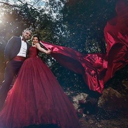 Wholesale Cheap Gothic Ball Gowns - Burgundy sweetheart lace ball gown tulle cheap sleeveless vintage wedding dresses Arabic wedding dress plus size modest berta gothic