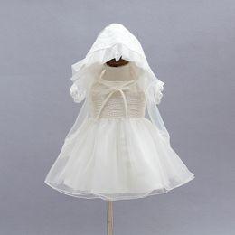 2019 cappelli di battesimo delle ragazze Abito da sposa neonatale neonato con copricapo e mantello elegante Abiti da battesimo per bambina da 1 anno compleanno 3PCS / Set cappelli di battesimo delle ragazze economici