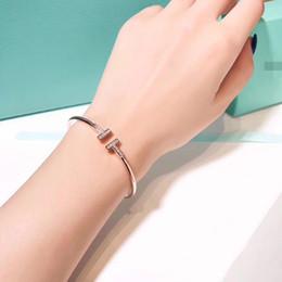 WildFree Einfache Offene Stulpearmbänder Für Frauen Mädchen Vintage GoldSilber Damen Armbänder Kreative Eröffnung Armreif Schmuck Sterling Silber von Fabrikanten