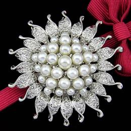 fiori di fiori del corsage Sconti Pera bianca Sun Flower Spille Pins Corsage Scarf Clip per uomo Donna Sposa Spille da matrimonio Breastpin Gioielli da sposa Regalo di natale 170661