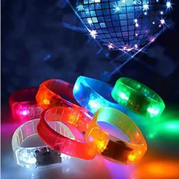 Pulseiras eletrônicas on-line-Pulseira LED de controle de voz Glo-sticks Eletrônico LED Piscando Pulseira Brilho Pulseiras LED Faixa De Pulso de Natal frete grátis