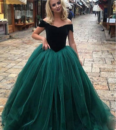 Wholesale Emerald Green Color Dresses - 2018 emerald green princess Ball Gown Quinceanera Dresses off the shoulder Tulle evening prom Sweet 16 Dresses plus size lace up corset gown