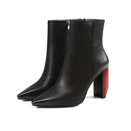 Wholesale runway boots - Individual Light Heel Ankle Boots For Women Pointed Toe Side Zipper Chunky Heel Fashion Runway Botas Mujer