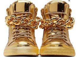 Uomini prezzo catene d'oro online-I più nuovi uomini cuneo oro sneakers alta cima cerniera Lace Up Sneakers scarpe casual con grandi catene Prezzo all'ingrosso a buon mercato