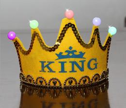 2019 ha condotto il cappello del cappello del cappello Berretto luminoso non luminescente LED Berretto compleanno cappello lampeggiante Accessorio per capelli HairHoop Fascia per bambino Bambina principessa Corona di carta ha condotto il cappello del cappello del cappello economici