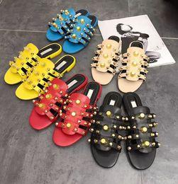 2019 arredamento romano Pantofole delle donne romane rivetti in metallo personalizzati decor Lady Slides appartamenti tacco concisi casual all match Beach Sandals Plus Size arredamento romano economici