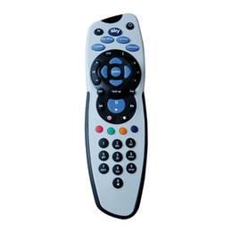 vc lcd tv Rebajas De alta calidad Sky Plus Remote Control V8 universal Remote Controlers adecuado para el mercado uk OM-F7 con el paquete al por menor
