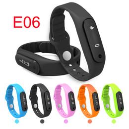 bluetooth armbänder armbänder Rabatt E06 0.69 '' OLED Touch Screen intelligente Manschette Armband Armband Armband Eignung tragbare Verfolger Bluetooth Uhr für Android IOS DHL geben OTH234 frei