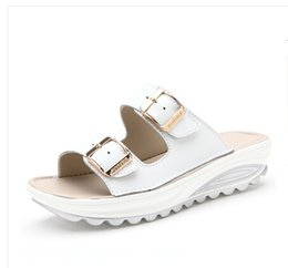Wholesale Sport Med - Leather lady with a flat bottomed female cool drag students beach sandals, soft women, women's sandals