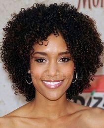 Pelucas de pelo corto para barato online-Xiu Zhi Mei 1 PC Rihanna corto marrón Ombre peluca pelucas cortas para mujeres negras Rizado rizado Afro peluca pelucas de pelo barato para mujeres Plumas Perruque