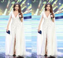 2020 nancy ajram vestidos Nancy Ajram Branco Dividir Vestidos de Noite com Cabo Profundo Decote Em V Beading Chiffon Até O Chão 2020 Estilo Árabe Celebridade Formal Vestido Vestidos de Baile nancy ajram vestidos barato