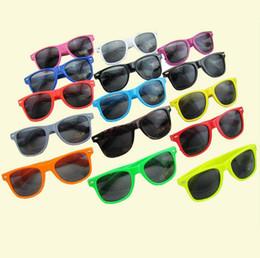 Al por mayor - 50PCSMainstream con estilo moderno color caramelo playa metros gafas de sol gafas de sol gafas de sol marco completo unisex 17 tipos de colores desde fabricantes