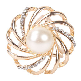 Wholesale Scarf Ring Buckle - New Fashion Imitation Pearl Flower Hollow Lapel Pins Scarf Buckle Wedding Brooch Chic Lady Scarf Ring Clip Buckle