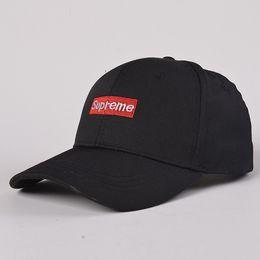 2017 neue Outdoor-Schatten Bewegung gebogen entlang der Sonnencreme Brief Hut Golf Cap Baseball Cap Snapbacks Hut von Fabrikanten