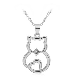 2020 joyería en forma de gato de plata Nueva Moda Gatos Joyería Forma Simple Hollow Out Cat Crystal Corazón Animal Colgante Collar de Las Mujeres Chapado En Plata venta caliente joyería en forma de gato de plata baratos