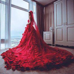 2019 vestidos de noiva trem de pétala Incrível vermelho vestidos de noiva 2017 querida tule capela trem pétalas de rosa decalques applique vestidos de noiva backless vestidos de casamento custom made vestidos de noiva trem de pétala barato