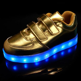 Enfants chaussures enfants ailés en Ligne-Boys Girls Led Light Wings Chaussures pour enfants Fashion Kids Usb Charging Luminous Sneakers Automne Winter Glowing Shoes 8 Couleurs