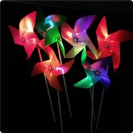 2020 juguete de molino de viento flash El nuevo molino de viento ligero El molino de viento de destello colorido de la historieta creativa estaba en el proveedor de los regalos de los juguetes de los niños rebajas juguete de molino de viento flash