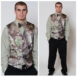 Wholesale Tuxedo Suits Men Printed Vest - 2018 Realtree Camo Mens Vest with Four Buttons Tuxedo Vests for Men Suit Camouflage Custom Mens Wedding Vest for Groom Groomsmen