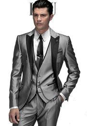 Custom Made Slim Fit Made Tuxedos Marié Argent Gris Meilleur homme Peak Lapel Groomsman Hommes Costumes De Mariage Marié (Veste + Pantalon + Gilet) ? partir de fabricateur