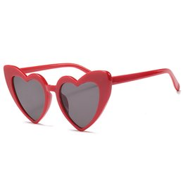 Wholesale Heart Shaped Glasses Red - 2018 Oversized Love Heart Shaped Sunglasses Women Cat Eye Retro Vintage Christmas Gift Black Pink Red Heart Shape Sun Glasses Uv400