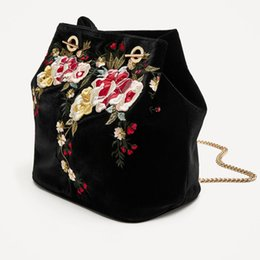 Wholesale Vintage Velvet Handbag - 2017 New Arrival Embroidery Black Shoulder Bags Excellent Quality Vintage Handbag Large Gold Chains Bag no123