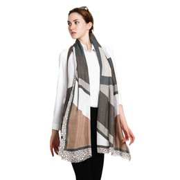 Wholesale Pink Paisley Pashmina - Hig fashionable geometric letter printing women winter scarf feminine elegant soft wraps for winter and autumn border scarf