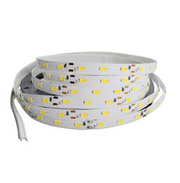 Super Bright 5630 LED strip non impermeabile DC12V 60LED / m 5m / lotto bianco / caldo bianco LED flessibile Corda del nastro luminoso di 5050 da
