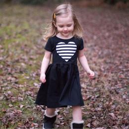 cuori di abito nero Sconti 2017 Ins Girls Dress Colore nero con plaid a righe a cuore manica corta appliqued Outfit 0-6T