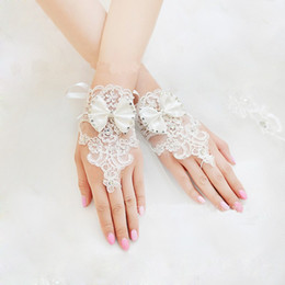 Wholesale Diamond Short Wedding Dress - New Korean Fashion Wrist Flower Lace Diamond Bridal Gloves Wedding Gloves Dress Short Paragraph Mitts