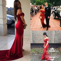 Verkauf gekleidet saudi arabien online-Großhandel Sexy Split Red Kleider Abendgarderobe Saudi-Arabien Lange Weg Von Der Schulter Plus Size Kleider Günstige Prom Party Kleider Mode Verkauf