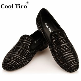 Wholesale Mens Red Loafers Suede - Cool tiro black Suede Strass Loafers Crystal Men Slippers Flats Genuine Leather Casual Shoes Mens dress shoes slip on shoes wholesale