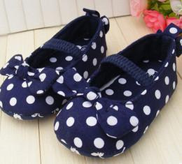 2019 blaue tupfenschuhe Blauer Bogen Mädchen Schuhe weiche untere Schuhe Polka Dot Blume Kleinkind Schuhe Baby Schuhe NEU günstig blaue tupfenschuhe